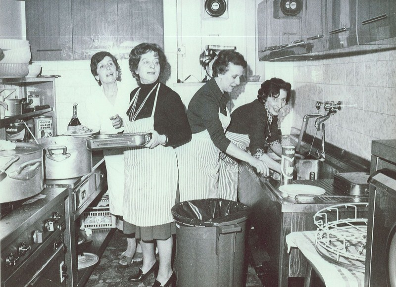 Quelle donne che non vanno mai in vacanza femminismo a sud - Nonne in cucina ...